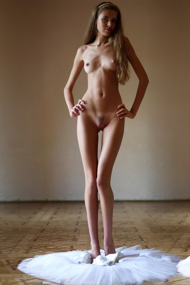 Naked slim young girls — photo 13