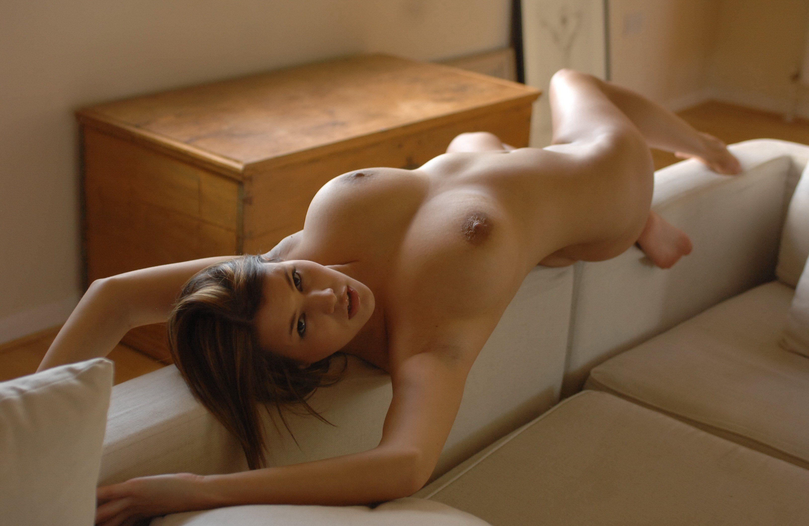 Flawless nude babe — photo 13