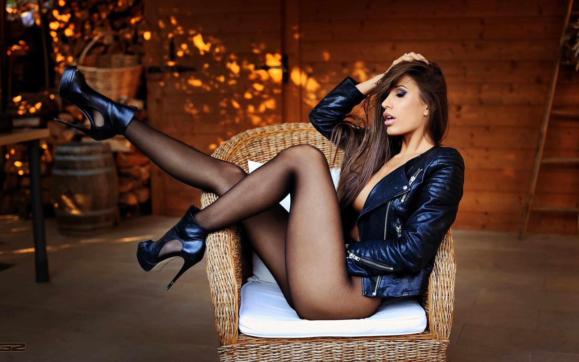 Girl with hot legs — pic 13