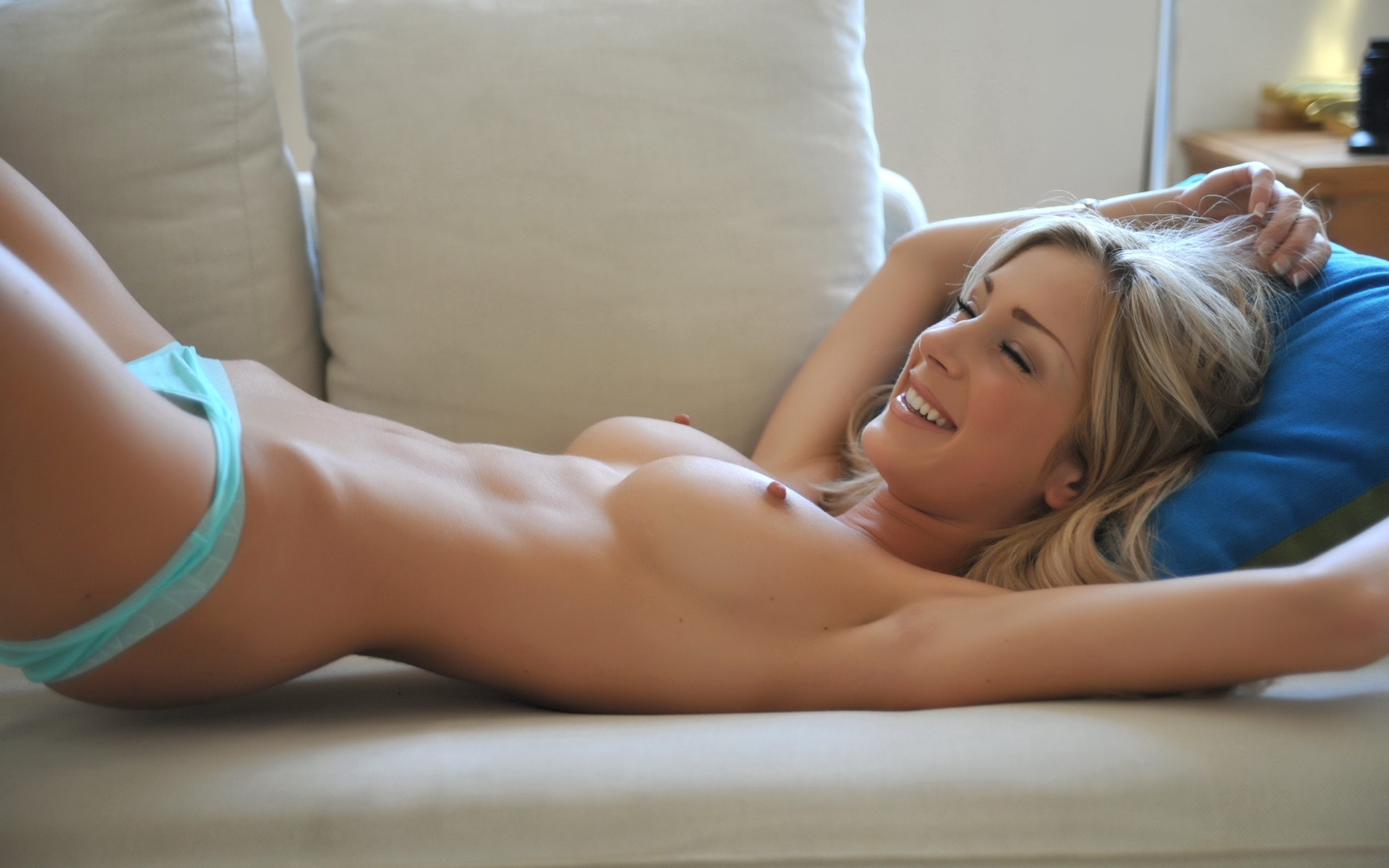 Hot perfect naked blonde — img 4